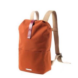 83ce0f8bb1b Hetzelfde merk heeft ook mooie rugzakken van andere materialen. Zoals deze  stoere oranje rugzak gemaakt van waterafstotend canvas. De draagbanden zijn  weer ...