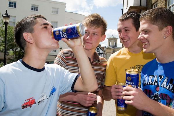 drinkende jongeren