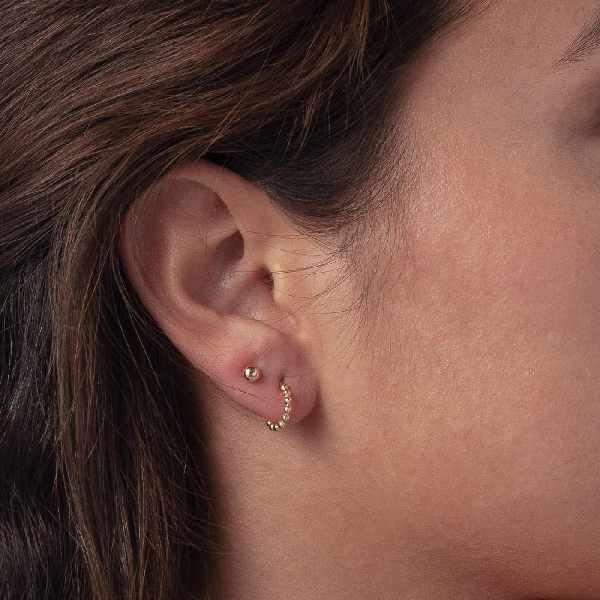 Gouden oorbellen van Isabel Bernard