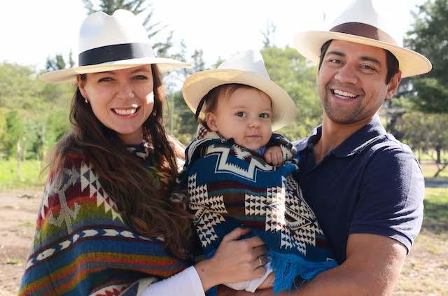 Rebecca Braak met haar gezin in Ecuador